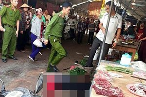 Nghi án yêu không được đáp lại, người phụ nữ bán đậu bị đối tượng ngáo đá bắn tử vong giữa chợ