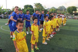 Thành Lương, Dương Hồng Sơn đá bóng gây quỹ từ thiện