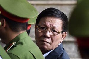 Ông Phan Văn Vĩnh nhờ hỗ trợ y tế giữa phiên xét xử ổ bạc nghìn tỷ