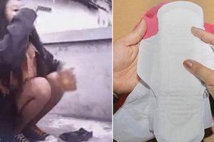 Giới trẻ Indonesia ngâm băng vệ sinh trong nước sôi để uống