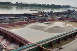 3 tàu khai thác trái phép trên sông Mã bị bắt giữ, xử phạt 112 triệu đồng