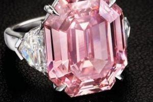 Ngắm viên kim cương hồng khổng lồ bán được hơn 1,1 nghìn tỷ đồng