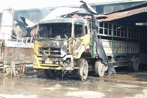 Cháy kho hàng ở huyện Hóc Môn, nhiều tài sản bị thiêu rụi