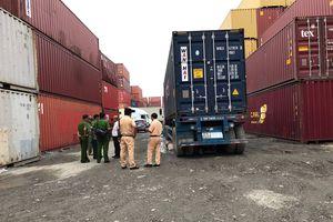 Xe container lùi trong cảng ICD Sotrans cán chết người đàn ông đi xe máy