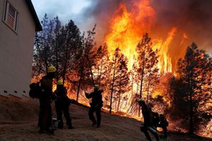 Thảm họa cháy rừng Mỹ: Vì sao khó kiểm soát?