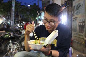 Bánh tráng trộn Vạn Kiếp có gì khiến người Sài Gòn mê mẩn