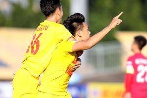 U.21 Hà Nội lọt vào chung kết dù chỉ đá với 10 người