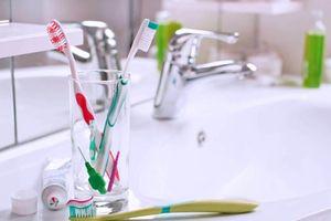5 thói quen xấu đang làm hư răng mà nhiều người không biết
