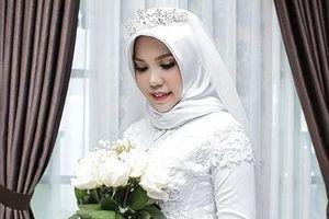 Hôn phu tử nạn vì máy bay Lion Air rơi, cô gái 'làm đám cưới' một mình