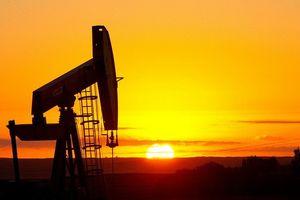 Nhà đầu tư bán tháo, giá dầu sụt 7% về mức 55USD/thùng