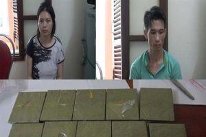 Tổng cục trưởng tặng Giấy khen cho 3 cá nhân có thành tích bắt 10 bánh heroin ở Cao Bằng