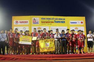 U.21 Hà Nội thắng nhưng HLV Phạm Minh Đức ra tay không kịp khiến học trò nhận thẻ đỏ