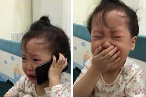 Dậy sóng mạng xã hội: Phát sốt với cô bé 3 tuổi gọi điện thoại cầu cứu ông nội vì bị bố trêu