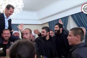 Tổng thống Assad được người dân Syria tung hô, kiệu lên vai