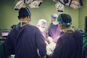 Phẫu thuật cứu sống bệnh nhân bị khỉ cắn nát tay