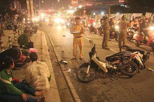 Ô tô 'điên' đâm liên tiếp 4 xe máy, 1 người chết, 4 người bị thương