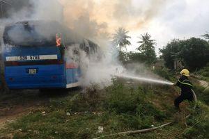 Thanh Hóa: Xe ô tô bốc cháy dữ dội khi đỗ ngoài Gara chờ sửa chữa