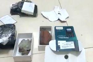 'Nữ quái' 18 tuổi bán điện thoại Iphone nhưng giao cho khách… gạch đá