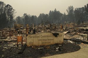 Cháy rừng thảm khốc ở California: Số người chết không ngừng tăng