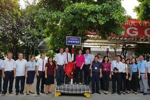 4 tuyến phố quận Long Biên được gắn biển 'Tuyến phố an toàn thực phẩm có kiểm soát'