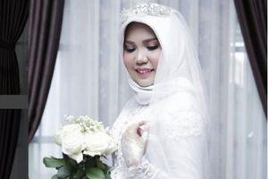 Cô dâu mất chồng chưa cưới trong thảm họa máy bay Indonesia tổ chức đám cưới một mình