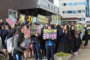 Những điều kỳ dị trong kỳ thi ĐH ở Hàn Quốc: Tặng giấy vệ sinh để 'giải quyết' đề nhanh gọn, ngủ quá 4giờ/ngày sẽ thi trượt