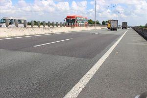 Báo động tình trạng dân 'phá rào', băng ngang đường cao tốc