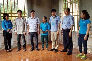 LĐLĐ tỉnh Ninh Bình: Trao tiền hỗ trợ xây nhà 'Mái ấm công đoàn' cho CNLĐ có hoàn cảnh khó khăn