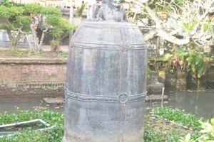 Trụ trì chùa kể về 'báu vật' nặng 9 tấn nằm giữa hồ nước ở Nam Định
