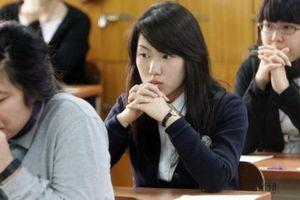 Hàn Quốc 'nín thở' ngày nửa triệu học sinh thi giành tấm vé 'vàng' vào đời