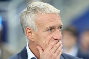 Didier Deschamps 'khuyên' đồng nghiệp sử dụng tuyển thủ Pháp