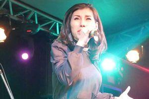 Ca sĩ Ivy Trần trốn viện đi hát sau vụ nổ túi ngực