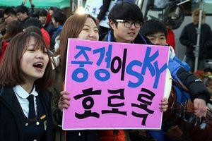Hàn Quốc 'nín thở' cùng 600.000 sĩ tử bước vào kì thi Đại học