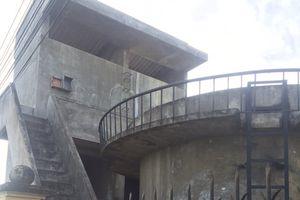 Cán bộ huyện treo cổ tự tử ở đài nước