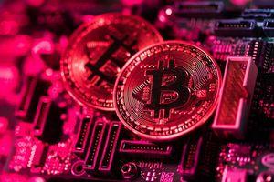 Giá bitcoin rớt xuống đáy hơn 1 năm