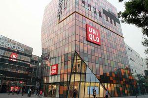 Cặp đôi chu du khắp Trung Quốc bằng cách trộm quần áo Uniqlo
