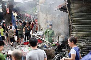 Lửa thiêu rụi nhiều tài sản hàng ăn trước cổng chợ Bưởi