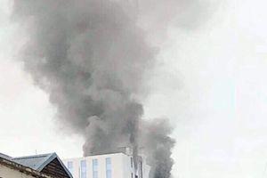 Cháy tại tòa nhà cao tầng trên phố Hoàng Quốc Việt (Hà Nội)