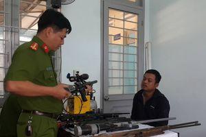 Bắt nóng thợ cắt tóc đang có hành vi chế tạo súng hơi