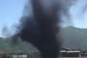 Vòi rồng màu đen xoáy dữ dội gây kinh ngạc ở Quảng Ninh