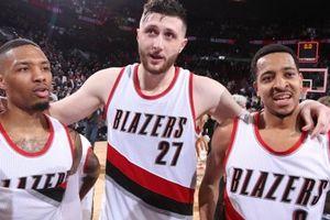 Hành quân đến Staples Center , các cầu thủ Portland Trail Blazers đã sẵn sàng chiến với 'nhà vua'