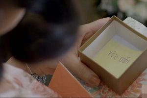 'Yêu thì ghét thôi' tập 21: Được chồng lừa tặng tờ giấy thôi mà bà Diễm cũng vui như tết
