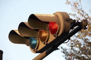 Tại sao đèn giao thông ở Nhật Bản có màu xanh lam thay vì xanh lục?