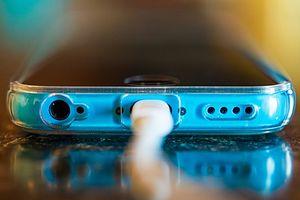 Dùng smartphone mà không biết bốn lời khuyên quan trọng về pin này, đừng hỏi sao nhanh chai pin