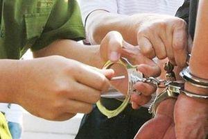 Hai thanh niên dùng ảnh nóng tống tiền người phụ nữ