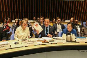 Những người 'thổi khói hơi nước' ở cửa hội nghị WHO