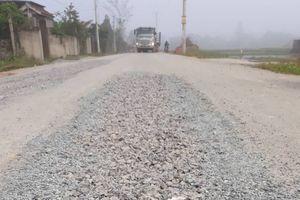 Nghệ An: Dân bức xúc vì đường vừa làm, chưa bàn giao đã nứt, sụt lún