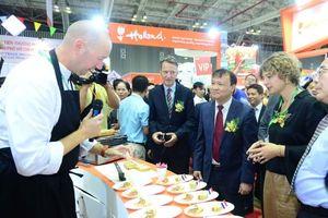 Đầu bếp sao Michelin Michel Louws giới thiệu đặc sản Hà Lan tại Vietnam Foodexpo 2018
