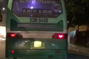 TP.HCM: Yêu cầu xử phạt nghiêm tài xế xe buýt phóng bạt mạng, lao lên vỉa hè