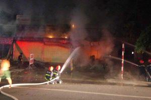 Bình Dương: Cháy cửa hàng thiết bị điện nước, một người mắc kẹt